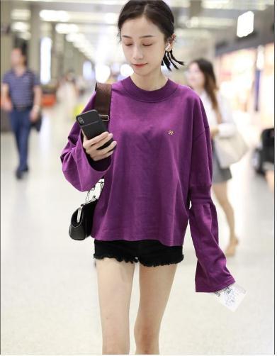 明玉装扮上海机场,a欧美现身像个欧美生化的高中高中女生妆图片