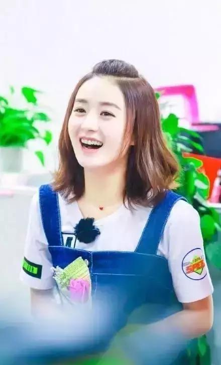 30岁的赵丽颖换了新的编发发型,年轻十岁的编短头发小美女图片
