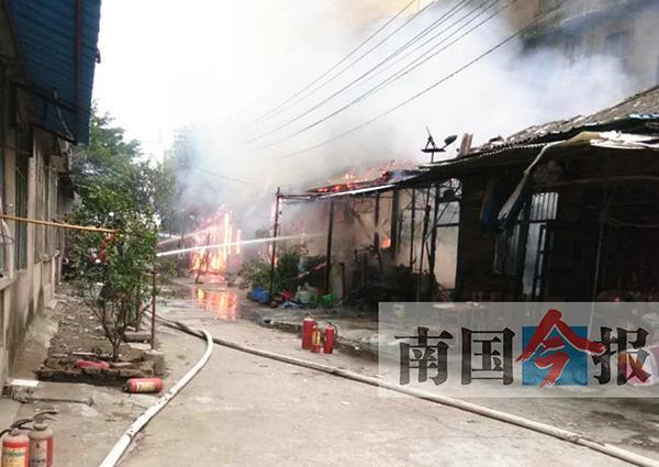 廣西男子火場中救出隔壁殘障少年 自家財物被燒光