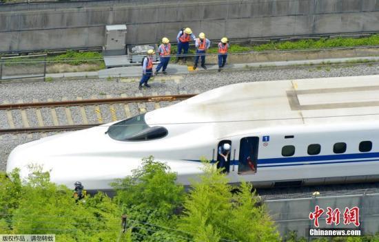 日本司機眼鏡掉落鐵軌 致列車停運萬人出行受阻