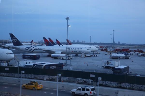 美國甘迺迪機場航警遭人駕車衝撞 目前嫌犯在逃