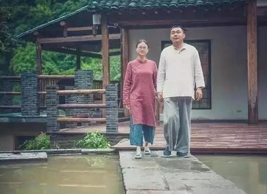 年轻夫妻逃离大都市,来到偏僻乡村盖房,这里成了乐土~