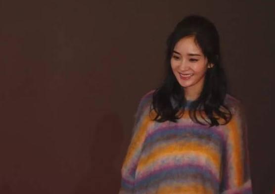 大幂幂在杭州做宣传穿了一件羊绒衫火爆啦!