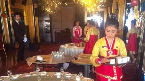 朝鲜餐厅美女服务员体验中国年,直言差距很大