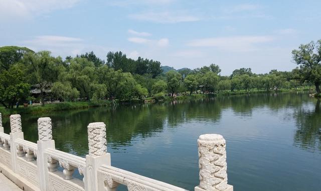 避暑山庄位于河北省承德市,曾是中国清朝皇帝