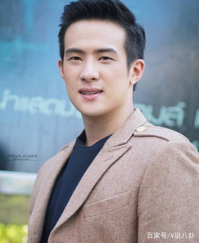 低调富二代,泰国国民老公,纯正华人血统,劳模ja