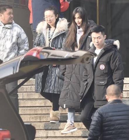 Angelababy首登2019央视春晚,与包贝尔搭档演