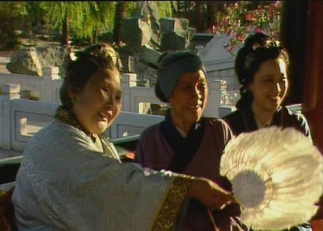 红楼梦:二进贾府的刘姥姥被迫学会什么技能?答