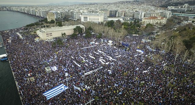 一個名字引發的罕見衝突!希臘百萬人上街投石扔彈
