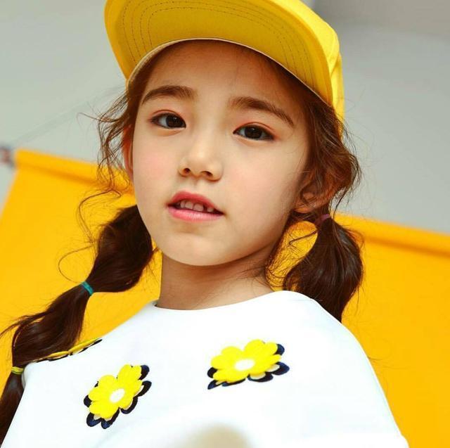 12岁美妆童模停止发育-中国传真
