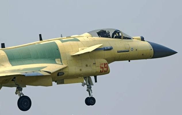 中国歼10C空中加油训练首次曝光:作战半径可