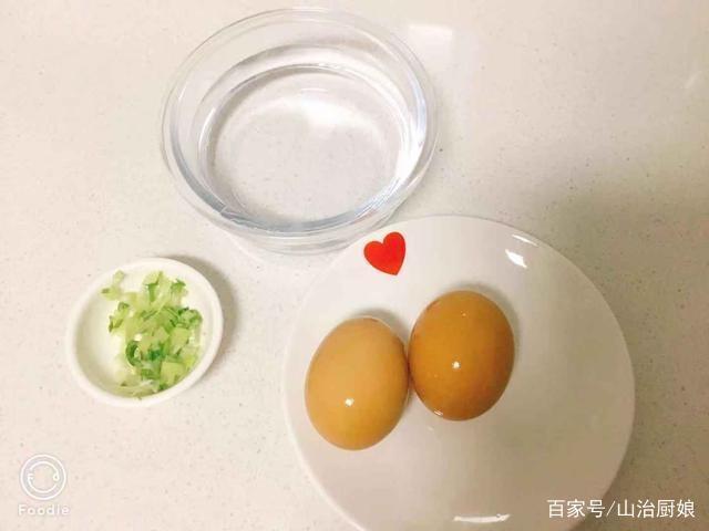 做鸡蛋羹,水与鸡蛋液的比例合适点在哪里?