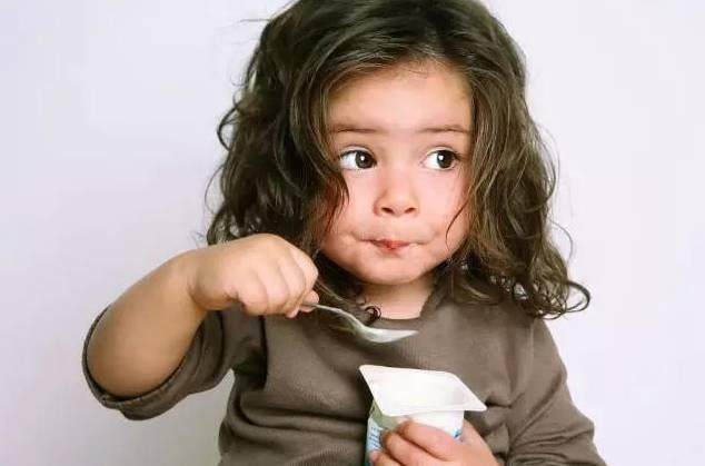 超市里一杯酸奶的热量等于两杯可乐?看完后减