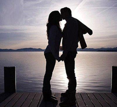 男女接吻时,如果能做好这几个关键点,促进感情