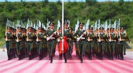 2019年:建国70周年,大阅兵的总指挥由谁担任呢