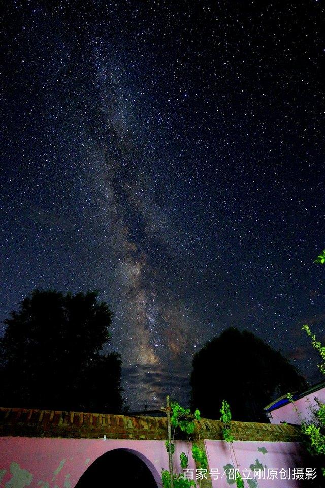 如今直上银河去,同到牵牛织女家