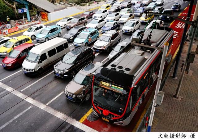 上海坐公交可以刷社保卡了!年底本市地面公交和轮渡实现全覆盖