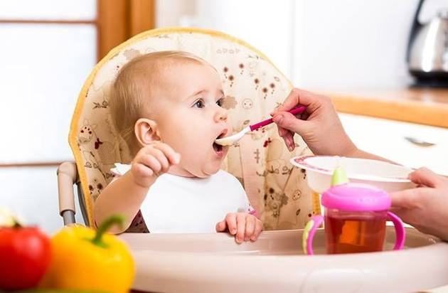 宝宝吃辅食后便秘怎么办?试试这4个小技巧,有