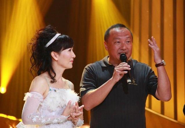 60岁陈美琪带养女逛街,曾怀孕时被劈腿,流产不