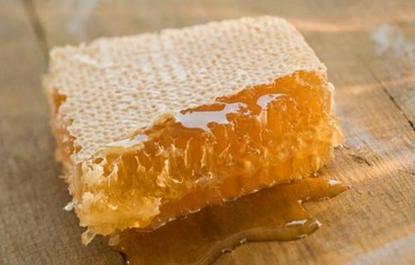 蜂蜜中含糖量高,最好不要喝浓蜂蜜水,每天喝适