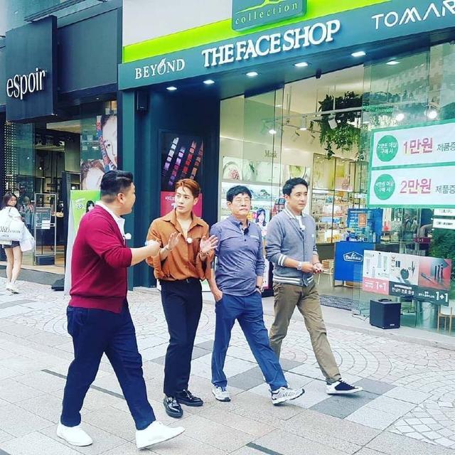 王嘉尔韩国录综艺,未修图依旧能打,粉丝:请正视