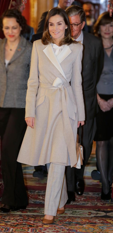 凯特王妃、西班牙王后穿大衣真时髦!搭配简单