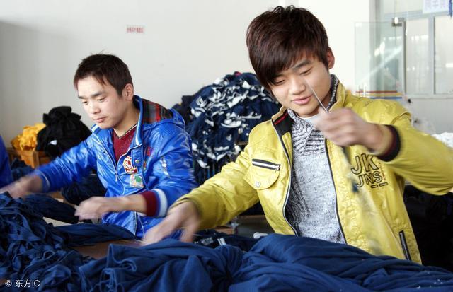 上海工厂工资不高 却大批人挤着进 网友回答很