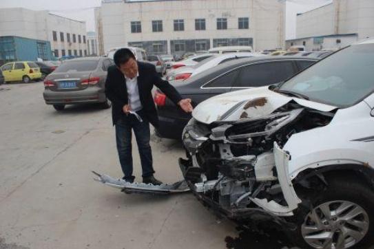 车险定损员告诉你:第三方责任险的额度,50万跟