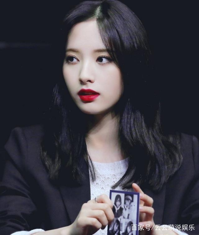 因为美貌而在中韩引起轰动的宇宙少女苞娜 人