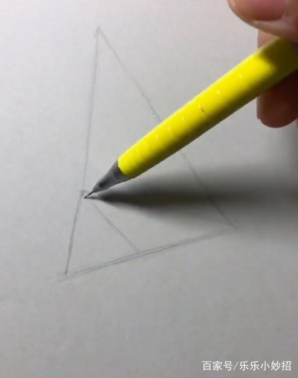男孩铅笔画鼻子,开始还以为画三角形,网友直呼