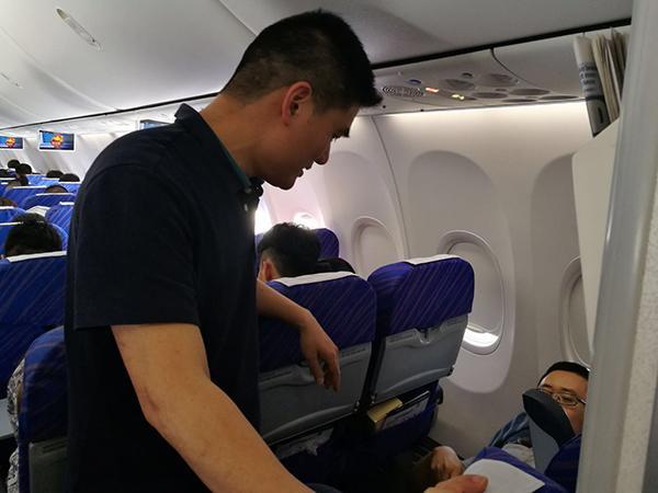 旅客在萬米高空突發急性闌尾炎,同機醫生急救轉危為安