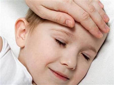 有的家长发现宝宝虽然发烧,但是手脚冰凉。那