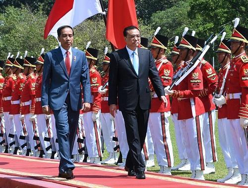 外媒:李克強訪印尼與總統佐科會談 共種友誼之樹