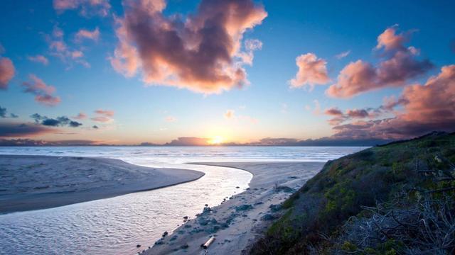 感受流水潺潺的声音,仿佛领会到了生命的静美